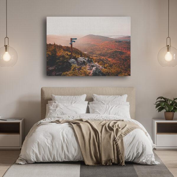 Mockup Chambre Un levé de soleil automnale sur les montagnes frontalières