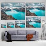 Mockup Sofa Panorama turquoise dans les montagnes côtières