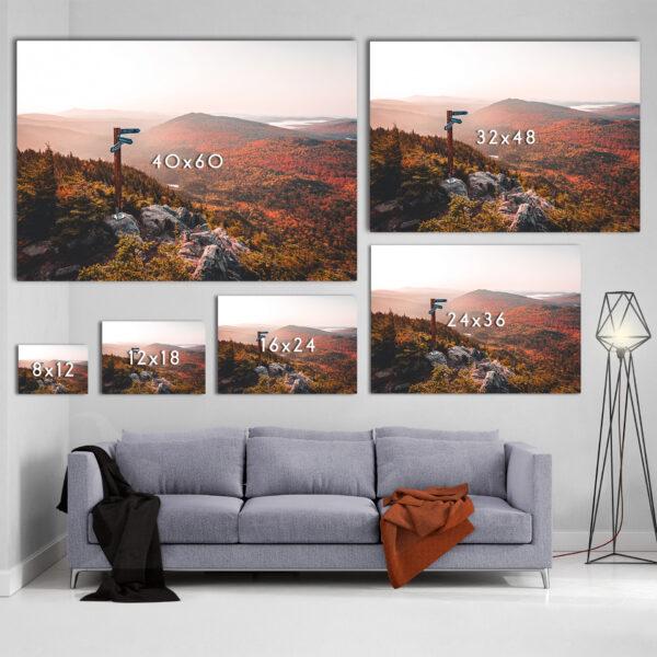 Mockup Sofa Un levé de soleil automnale sur les montagnes frontalières