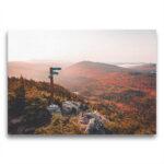Template Toile Un levé de soleil automnale sur les montagnes frontalières